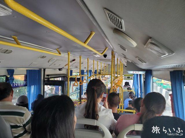 モーチット駅からドンムアン空港行きのエアポートバス(A2)車内